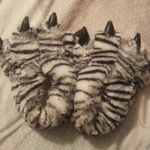 Kids tiger slippers